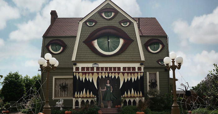 halloween-decorations-parents-house-christine-mcconnell-fb__700