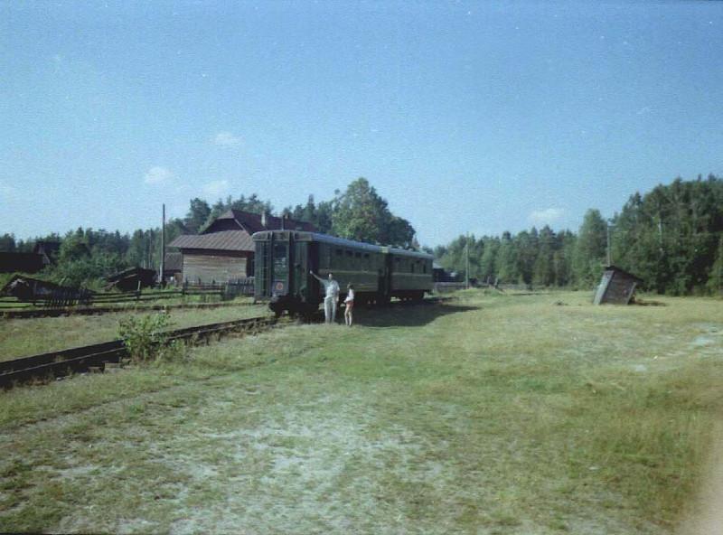 Поезд на ст. Голованова Дача, август 2004