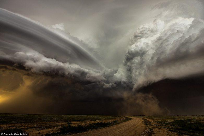 фото Схватка двух суперячеек в Нью-Мексико, США. Фотограф Camelia Czuchnicki