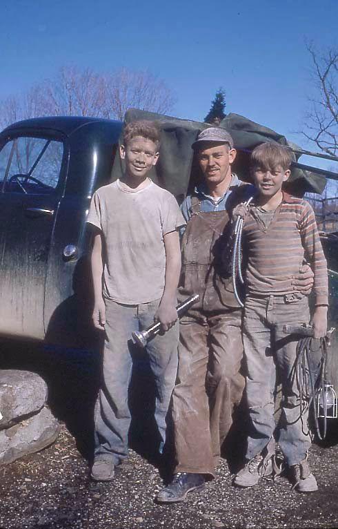 ретро фото Farmer and sons 1950s