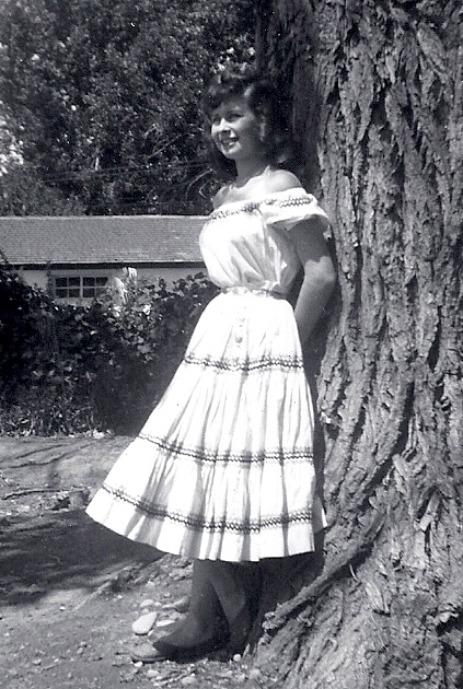 фото ретро squaw-dress_huraches by New Mexico designers in the early 1950s