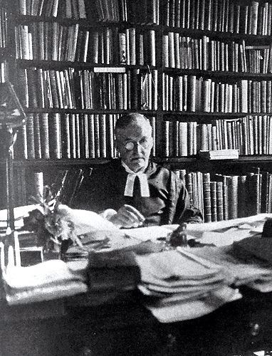 M R James . Provost of Eaton