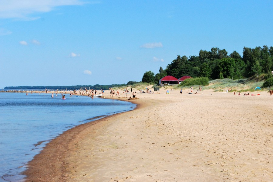 Один день спокойного летнего отдыха на взморье