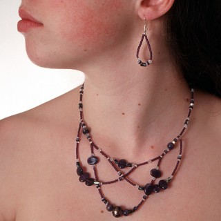 The Belenen necklace in violet ((design ©Belenen))