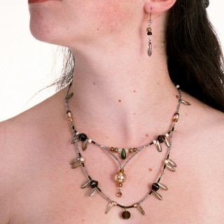 The Donnis necklace in earth ((design ©Belenen))