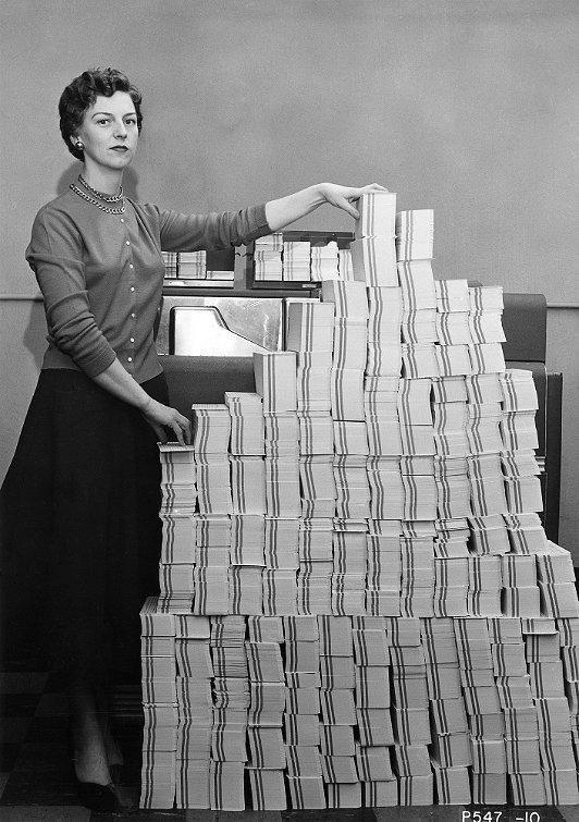 5 мегабайт данных – 62500 перфокарт, 1955 год