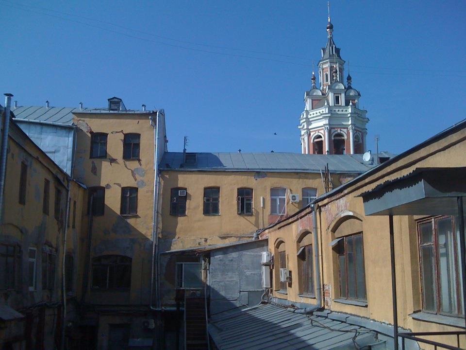 Вид со стороны ветошного переулка.
