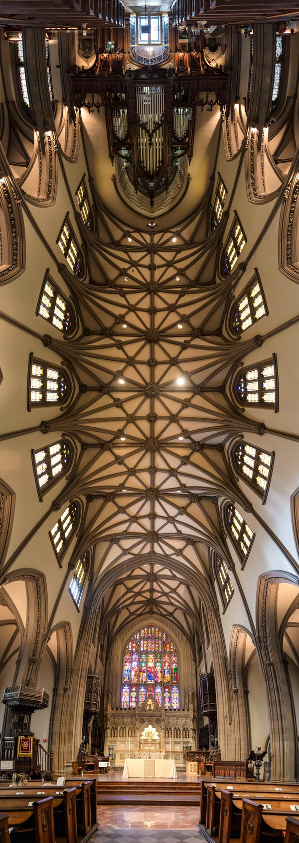 vertical-panoramas-of-church-ceilings-3