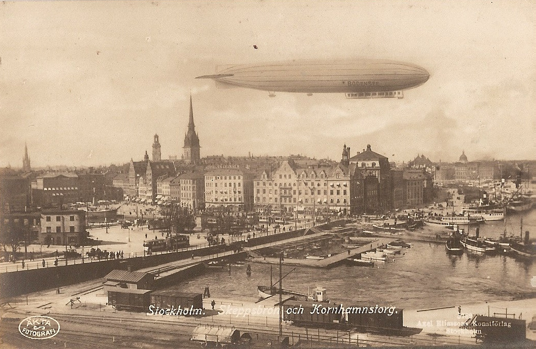 stockholm-harbour-1920-postcard-with-airship