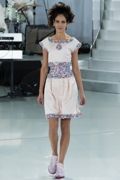 chanel-spring-2014-couture-runway-38_205722903544