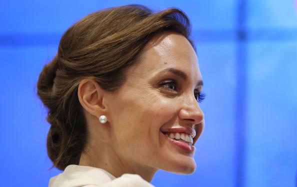 Angelina Jolie9
