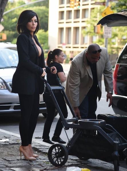 Kim+Kardashian+Shows+Skin+NYC+LHCYvJcLMmVl