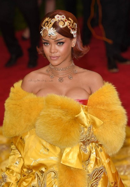 rihanna-met-05may15-11.jpg