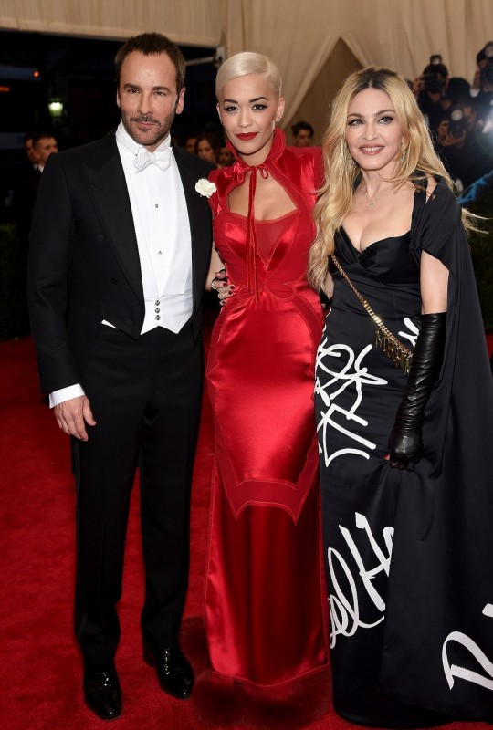 285058C600000578-3068043-Looking_sharp_Madonna_mingled_with_Tom_Ford_and_Rita_Ora_who_daz-a-23_1430808356735.jpg