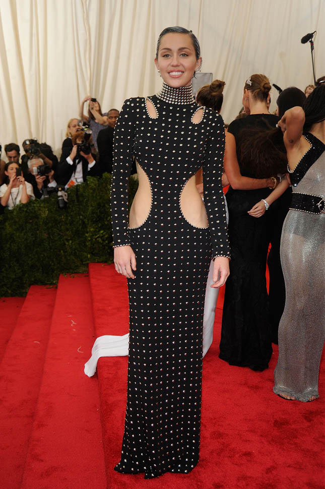 miley-met-gala-05may15-05.jpg