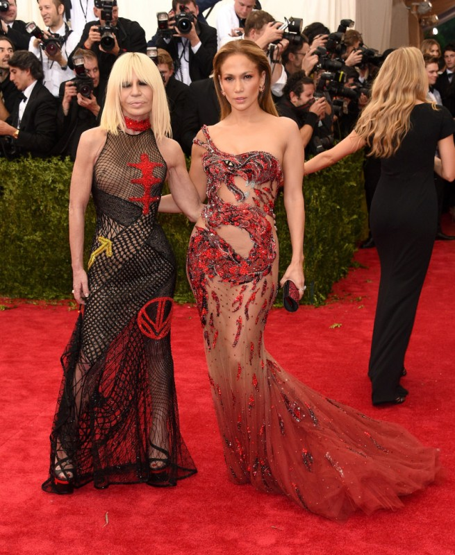 Donatella-Versace-Jennifer-Lopez-Met-Gala-2015-839x1024.jpg
