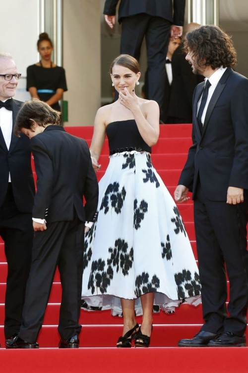 Natalie-Portman-Arrives-at-A-Tale-of-Love-and-Darkness-photocall-in-Cannes-Film-Festival-4-500x750.jpg