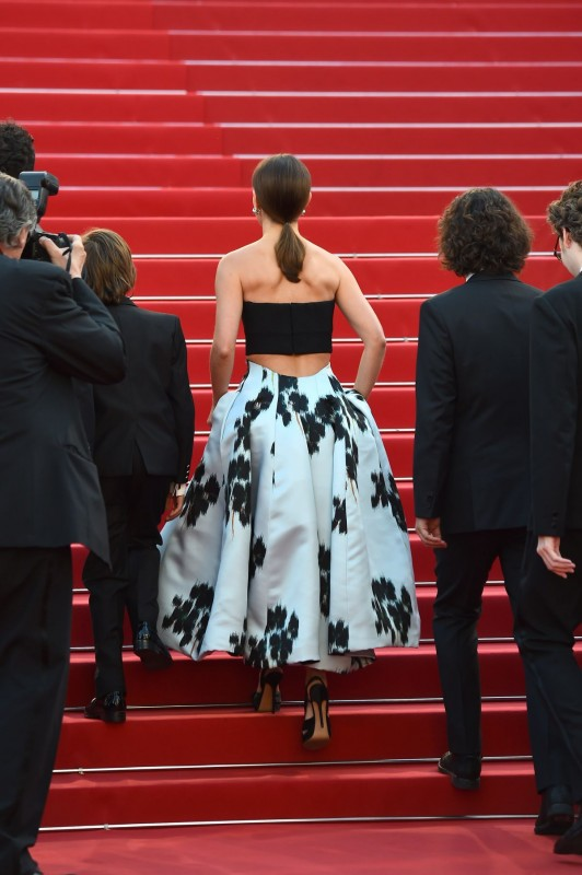 natalie-portman-at-a-tale-of-love-and-darkness-premiere-at-cannes-film-festival_18.jpg