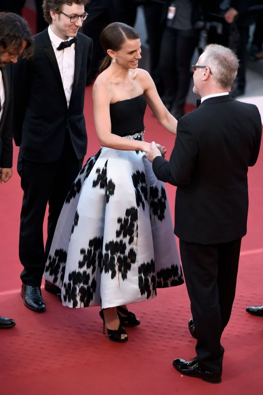 natalie-portman-at-a-tale-of-love-and-darkness-premiere-at-cannes-film-festival_19.jpg