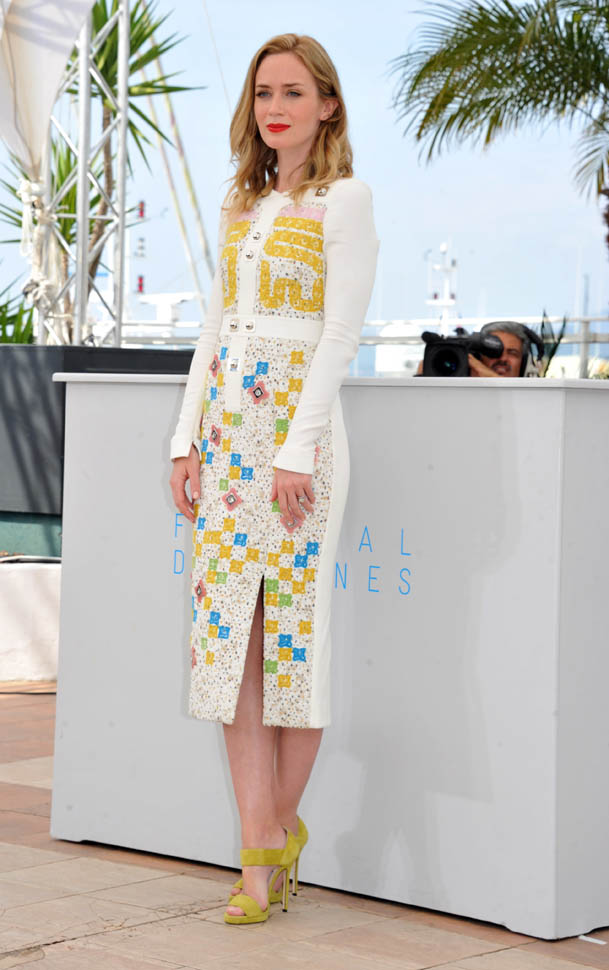 emily-blunt-cannes-19may15-25.jpg
