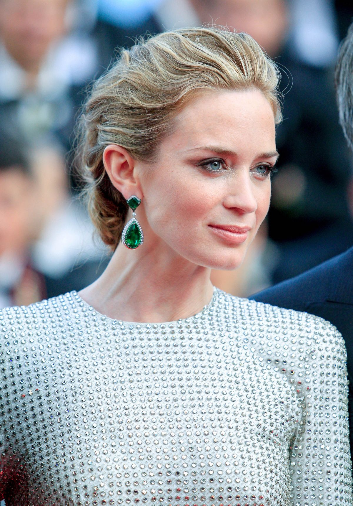 emily-blunt-at-sicario-premiere-at-cannes-film-festival_2.jpg