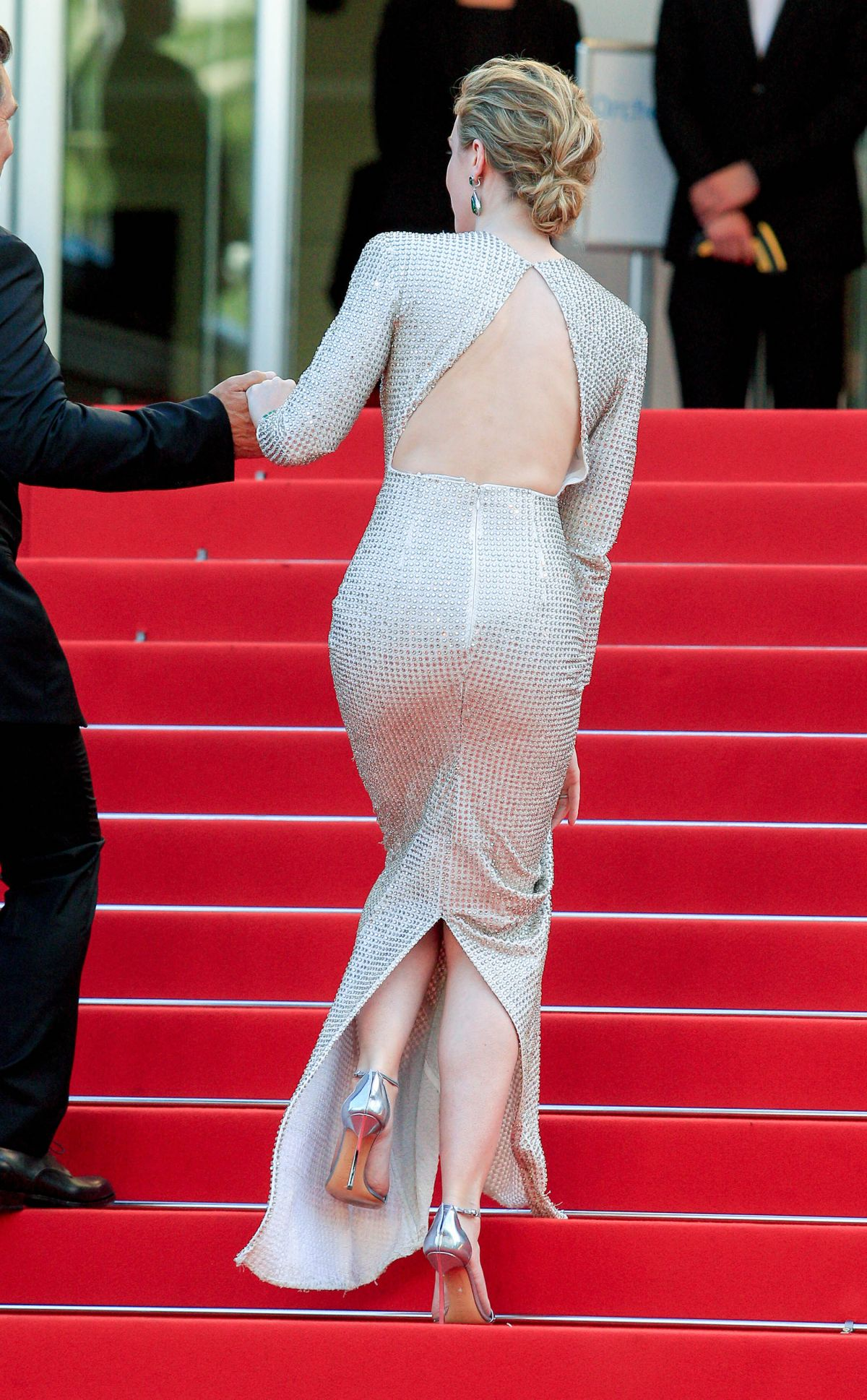emily-blunt-at-sicario-premiere-at-cannes-film-festival_9.jpg