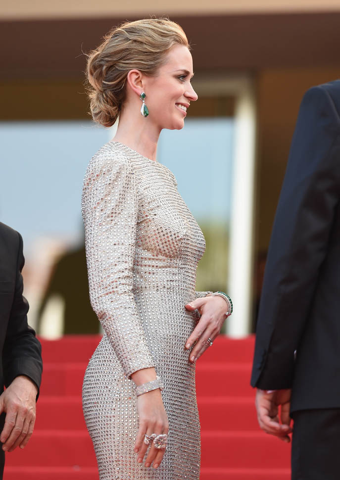 emily-blunt-cannes-sparkles-19may15-07.jpg