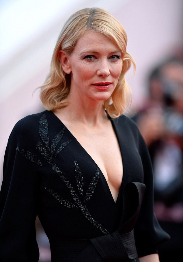 28DDF7E200000578-0-Taking_the_plunge_Cate_Blanchett_looked_striking_in_a_low_cut_Ar-m-73_1432063404099.jpg