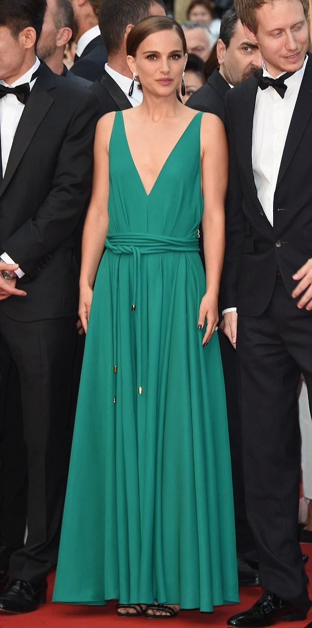 28DDF87E00000578-3088267-Green_with_envy_Natalie_Portman_wore_a_Lanvin_emerald_green_deep-m-40_1432059627020.jpg