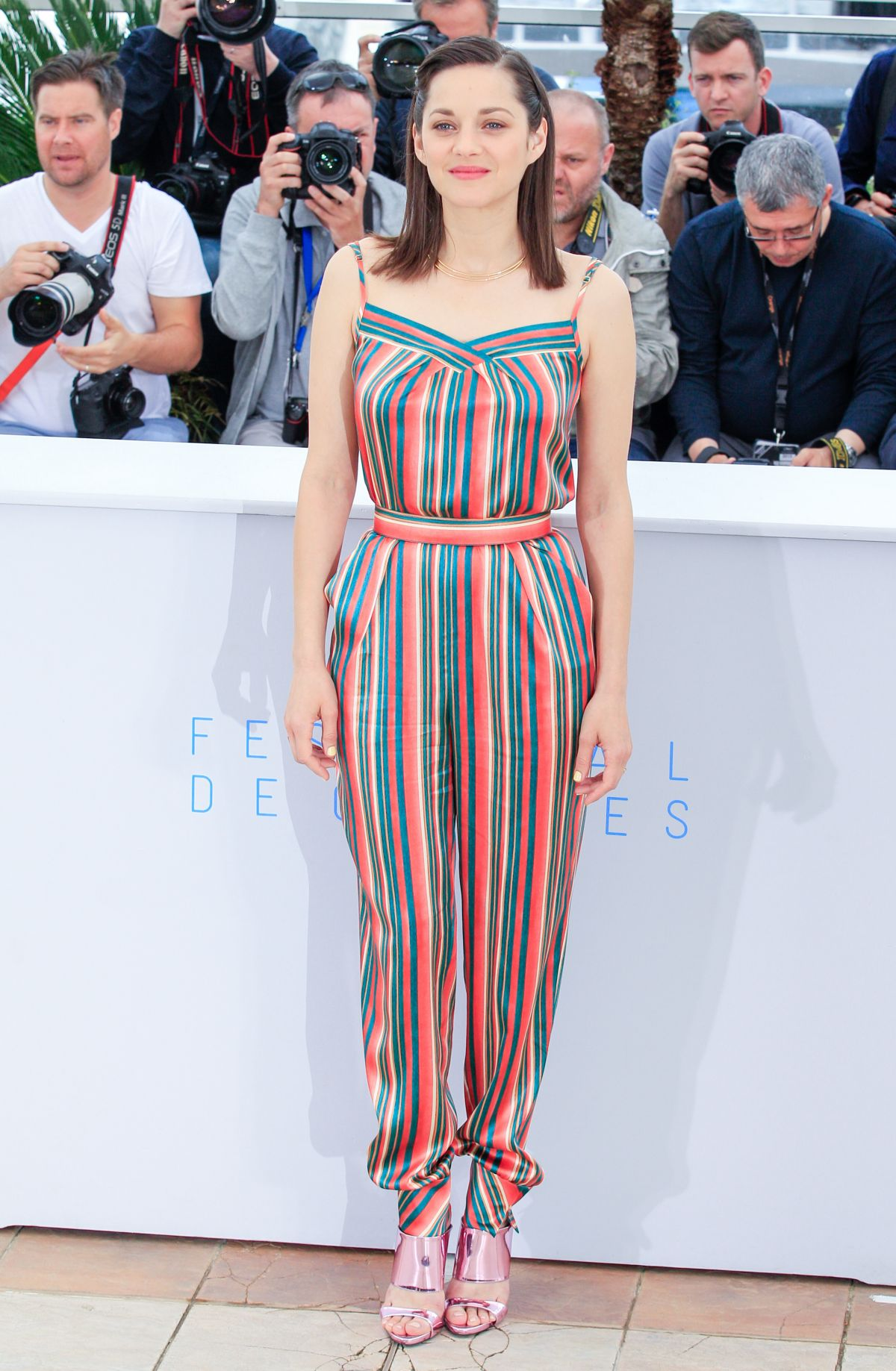 marion-cotillard-at-macneth-photocall-at-cannes-film-festival_16.jpg