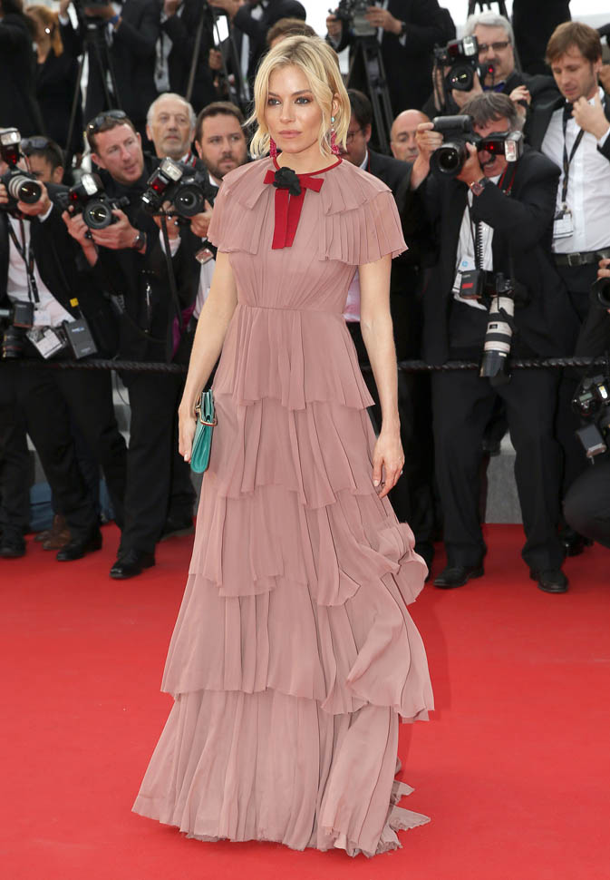 sienna-miller-closes-cannes-25may15-06.jpg