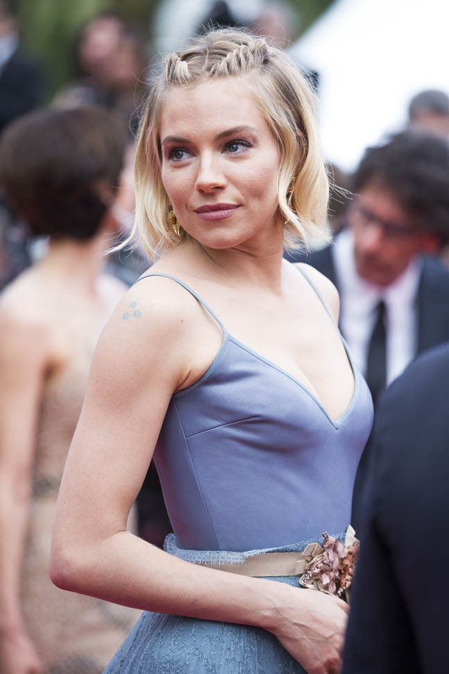 sienna-miller-closes-cannes-25may15-13.jpg