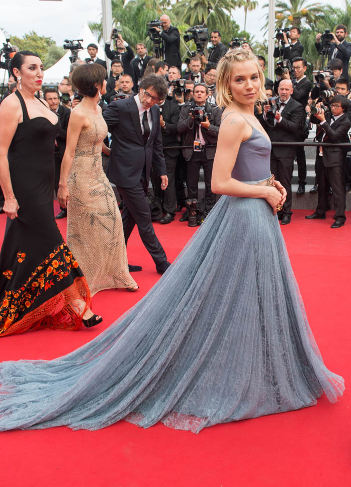 sienna-miller-closes-cannes-25may15-17.jpg