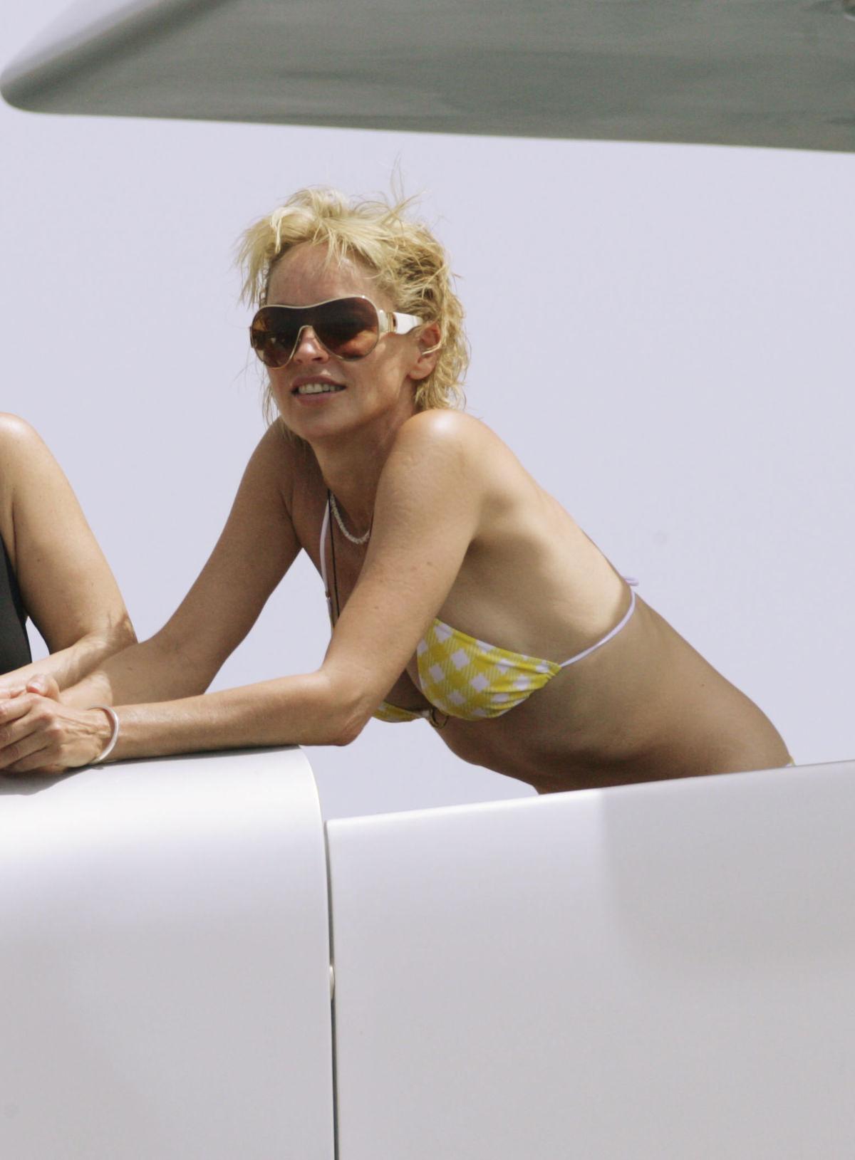 sharon-stone-bikini-002.jpg