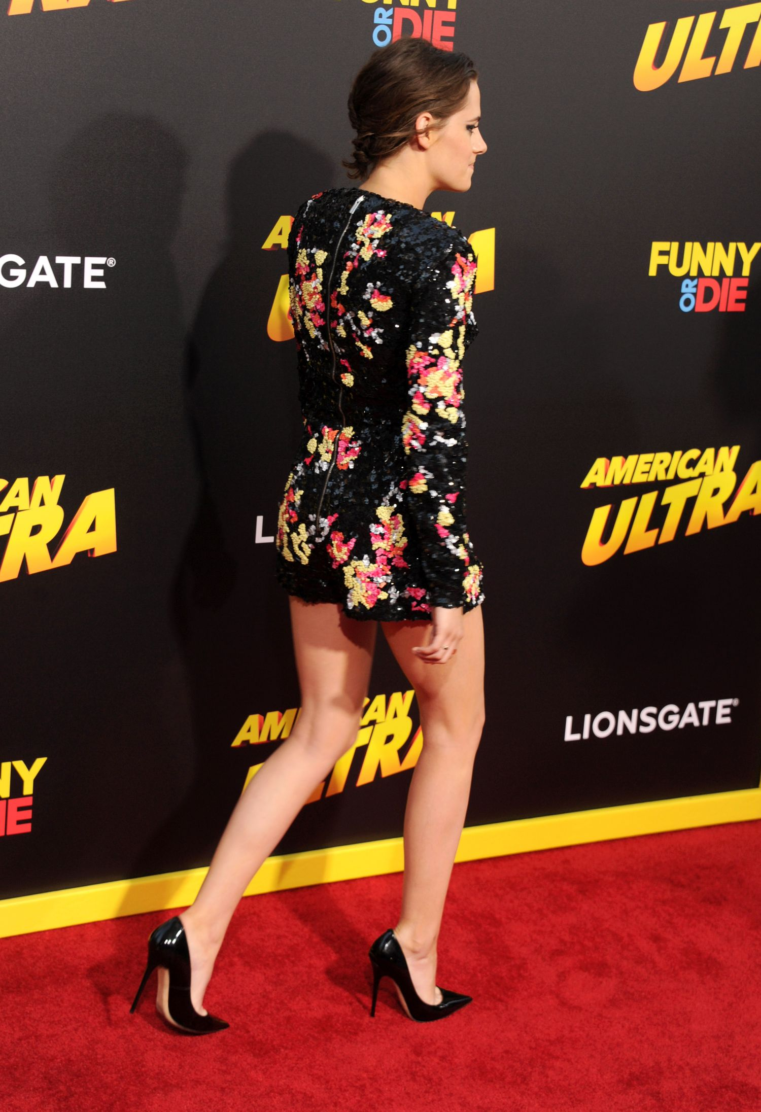Kristen-Stewart-at-the-Premiere-of-American-Ultra-in-LA-10.jpg