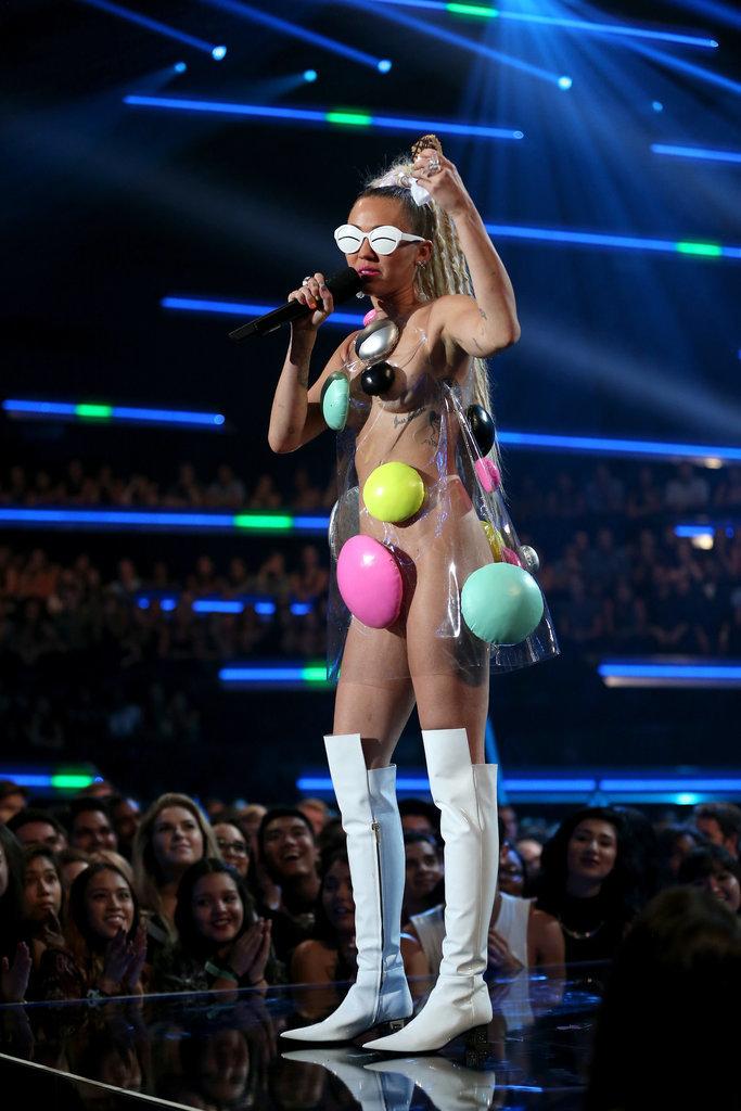 Miley-Cyrus-MTV-VMAs-2015-Pictures15.jpg
