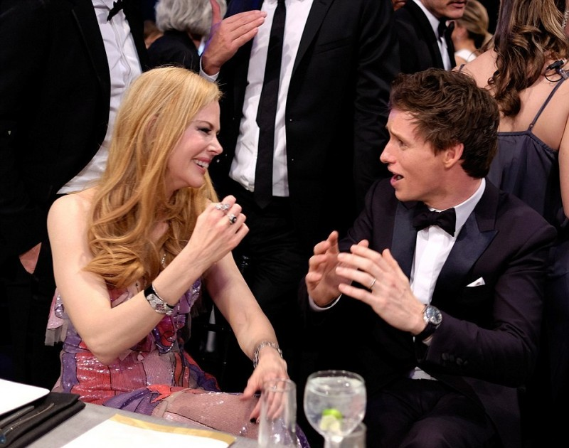 30BF059A00000578-3425106-In_stitches_An_animated_Eddie_Redmayne_cracked_Nicole_up_as_they-a-32_1454253223338.jpg