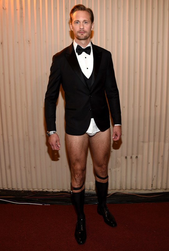1280_alexander_skarsgard_backstage_mtv_movie_awards_pantsless.jpg