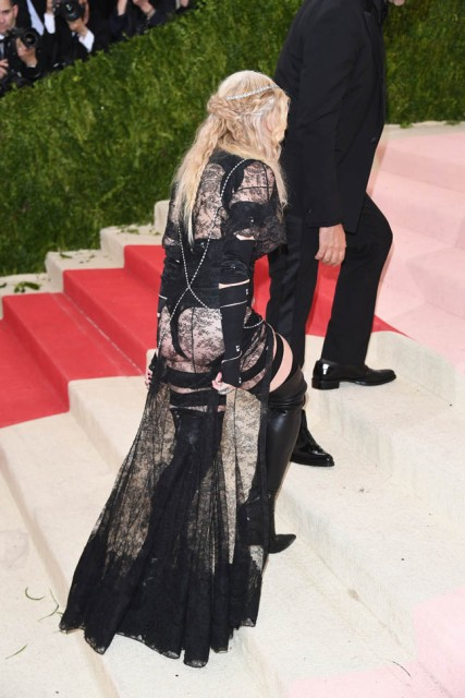 nicki-madonna-met-03may16-11.jpg