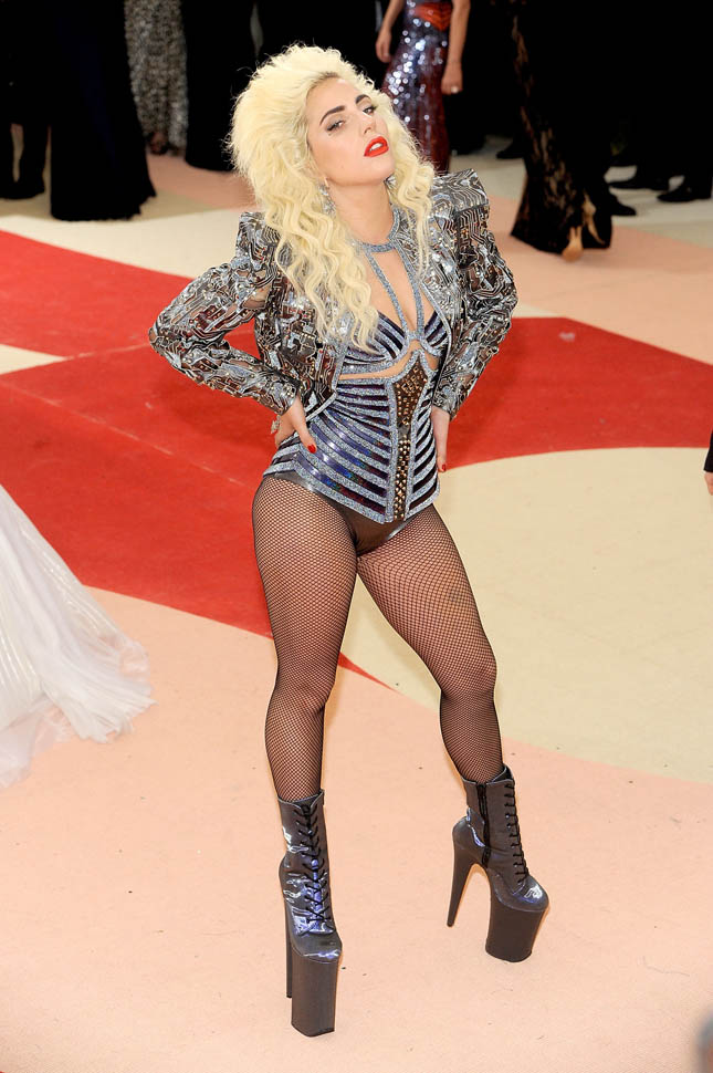 gaga-met-gala-03may16-06.jpg
