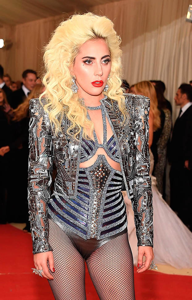 gaga-met-gala-03may16-11.jpg