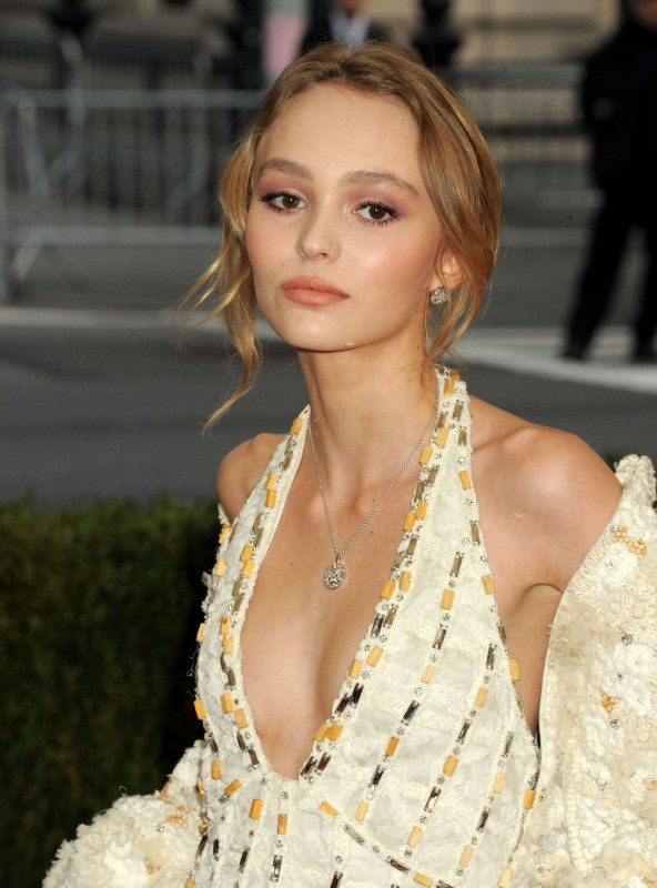 Lily-Rose-Depp--2016-Met-Gala-in-NYC--06.jpg