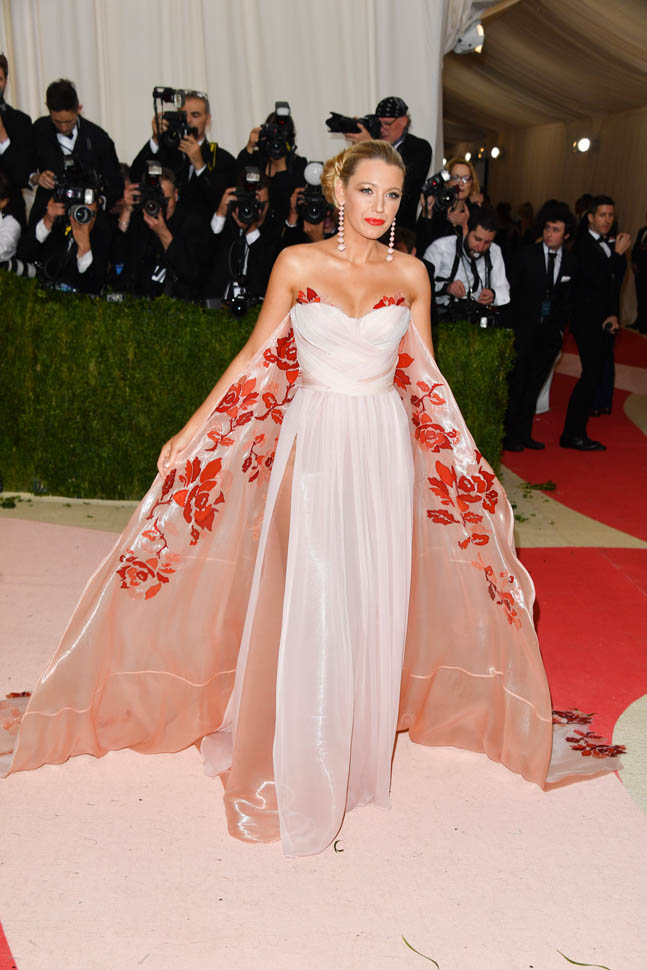 blake-lively-met-gala-03may16-04.jpg