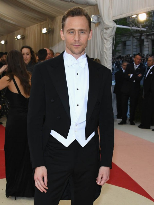 hiddles-met-gala-03may16-01.jpg