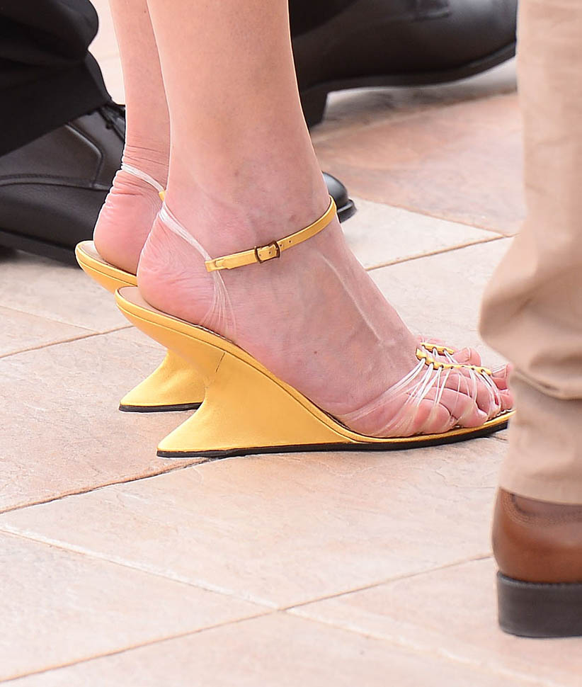 kiki-yellow-cannes-11may16-06.jpg