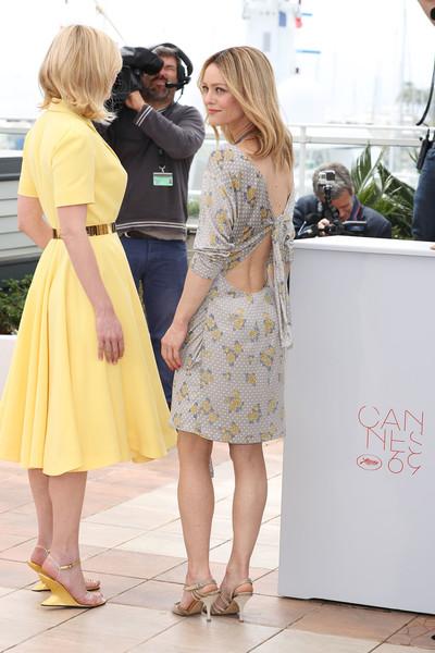 Kirsten Dunst and Vanessa Paradis1.jpg