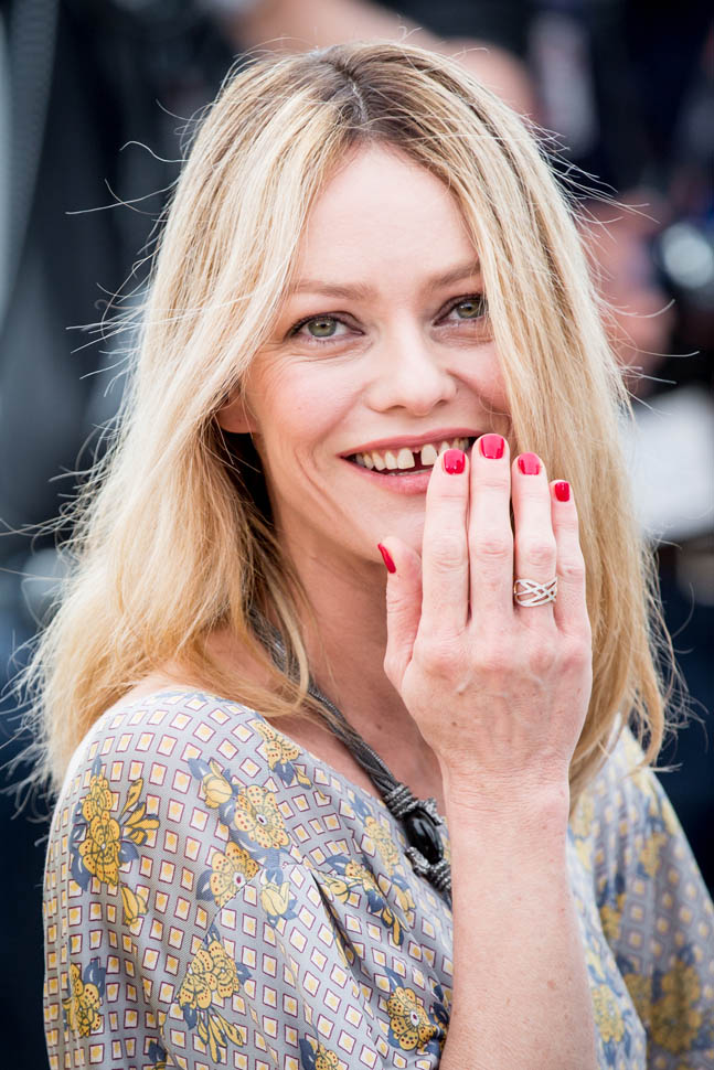 vanessa-paradis-cannes-11may16-08.jpg