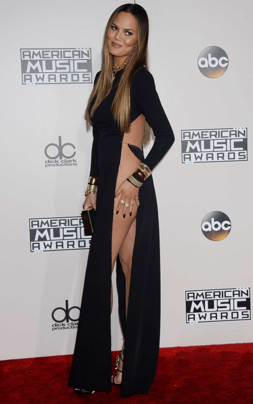 Chrissy-Teigen -2016-American-Music-Awards--10.jpg