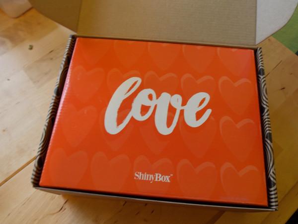 Коробочка с косметикой ShinyBox