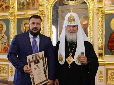 Тяжёлый труд и аскетизм главного налоговика Украины вознаграждены грамотой из рук главпопа Гундяя